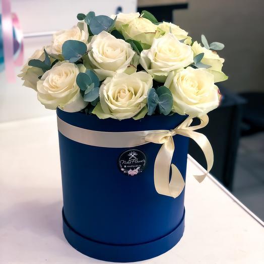 Коробка белых роз: букеты цветов на заказ Flowwow