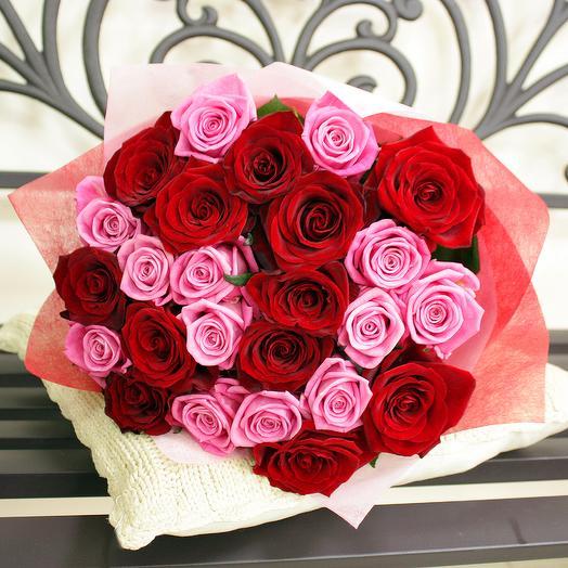 Букет из 25 розово-красных роз