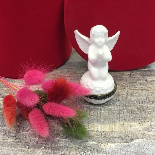 Мини шкатулка ангелочек с букетом сухоцветов