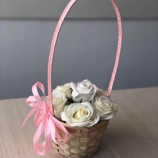 Неувядающие розы премиум мыльные в этом корзине: букеты цветов на заказ Flowwow