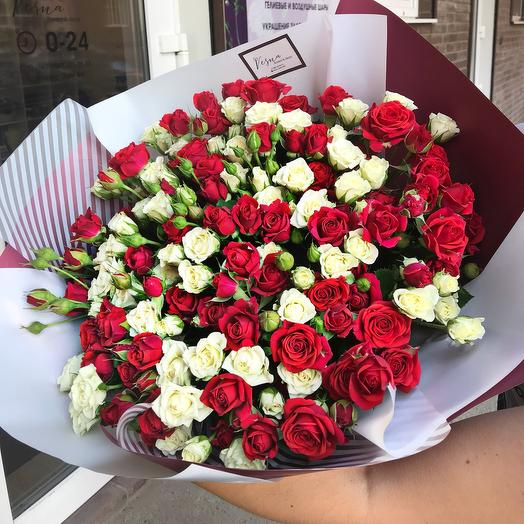 Bouquet of red and white spray roses 39 PCs: flowers to order Flowwow