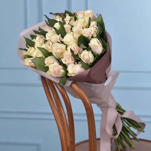 25 кремовых роз талеа