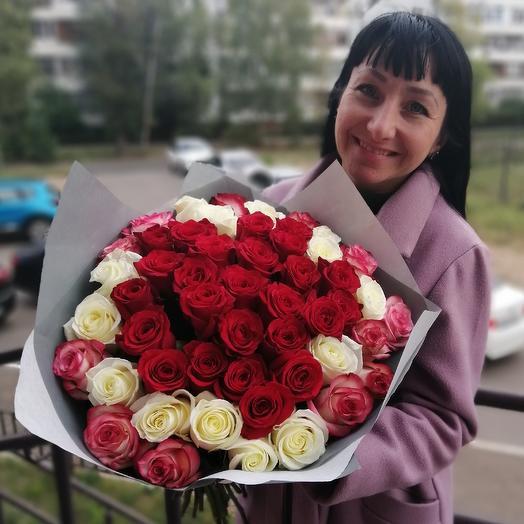 Объемный чудесный букет из 51 розы!!)))