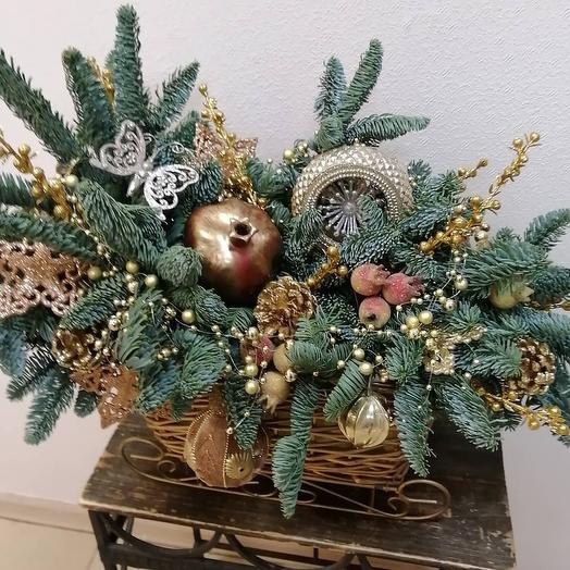 Новогодняя композиция в санях: букеты цветов на заказ Flowwow