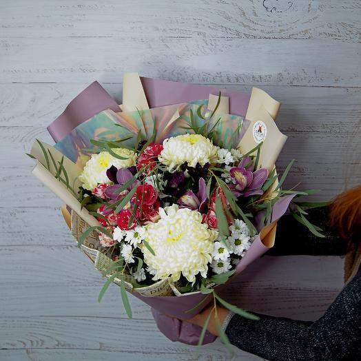 Букет с одноголовой хризантемой и орхидеей: букеты цветов на заказ Flowwow