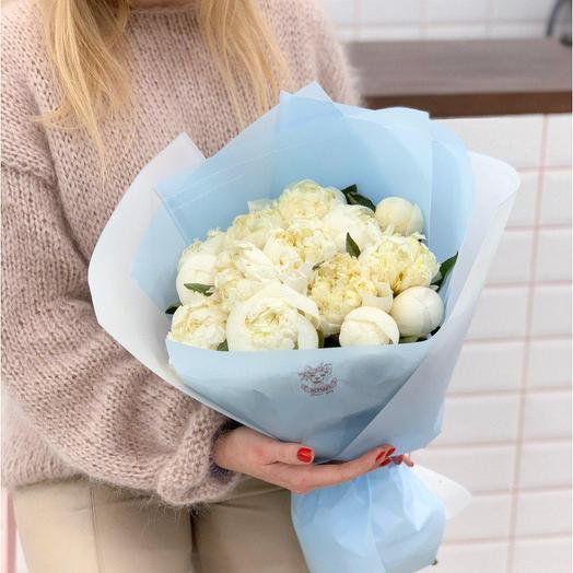 """Монобукет из пионов в упаковке """"Зимний пион"""": букеты цветов на заказ Flowwow"""