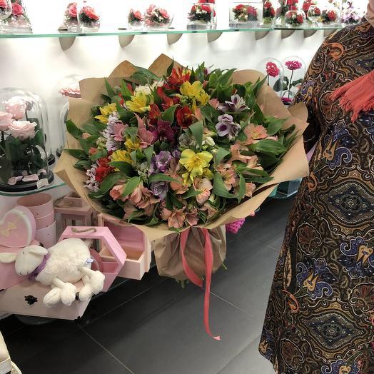 Букет из 51 альстромерии в крафте: букеты цветов на заказ Flowwow