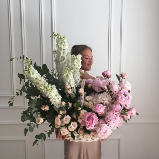 Корзина с пионами: букеты цветов на заказ Flowwow