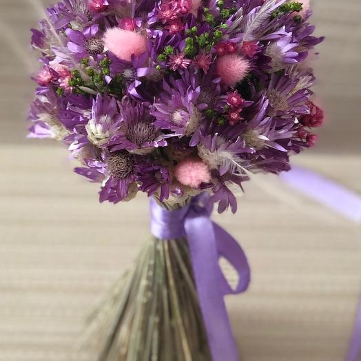 Сиреневый букет сухоцветов с лагурусом