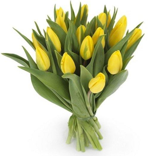 Букет из 15 желтых тюльпанов