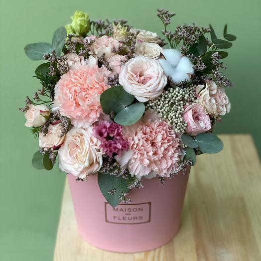 MAXI Зефирка розовая с кустовой розой и диантусами (Premium Collection)