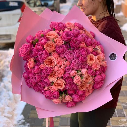 Букет пионовидных ароматных роз