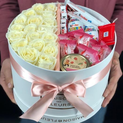 Подарочный бокс с розами и сладостями
