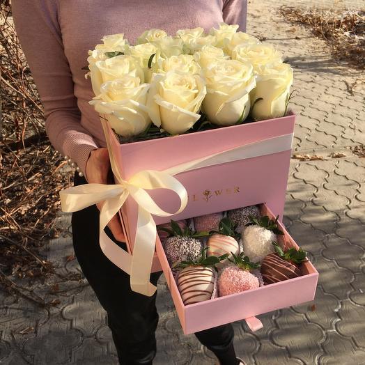 Шкатулка с розами и клубникой