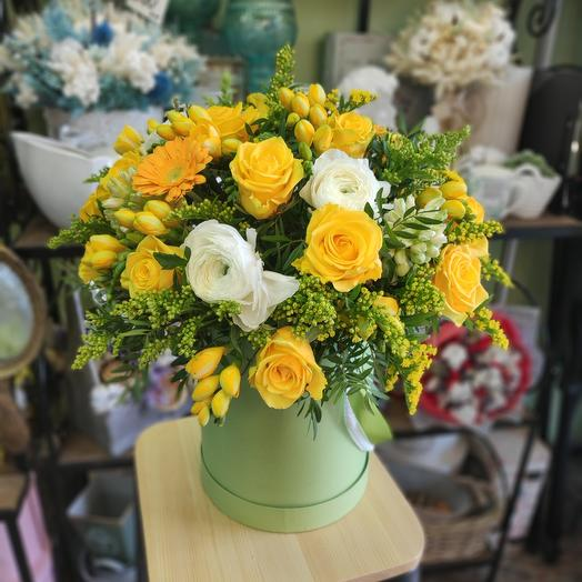Цветы в коробке Yellow Submarin