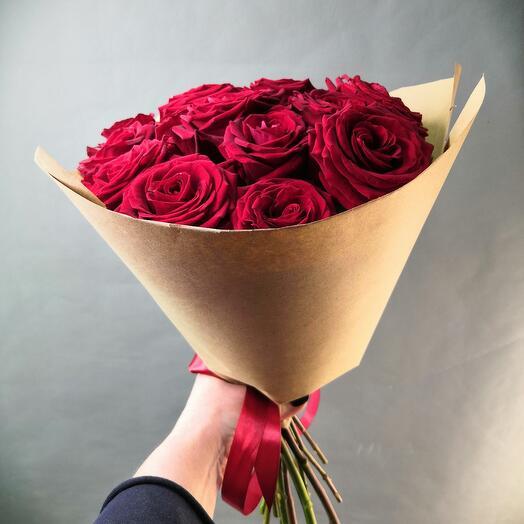 Моно букет из алых роз