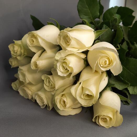 Белые розы 15шт