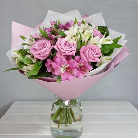 Букет из роз и альстрамерии
