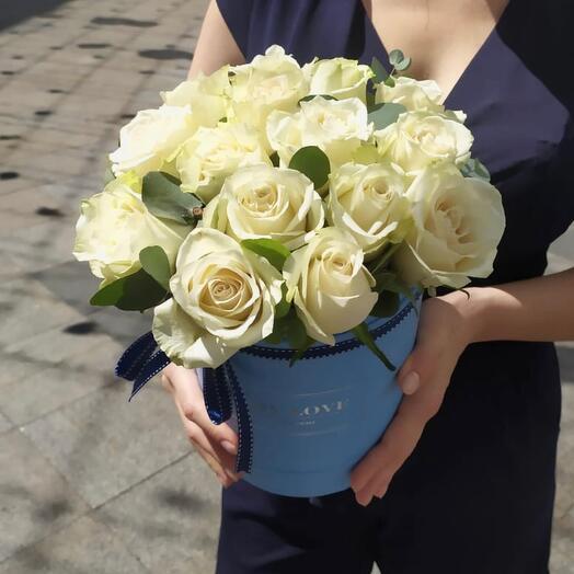 Эквадорские розы премиум в шляпной коробке