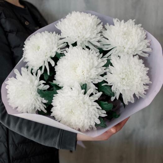 Букет из крупных хризантем