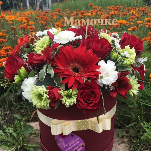 Букет в коробке с нотками Марсала: букеты цветов на заказ Flowwow