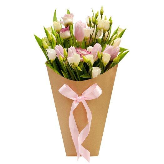 Букет с тюльпанами Конвертик счастья: букеты цветов на заказ Flowwow