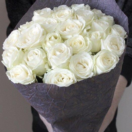 25 белых роз (50 см) в крафте: букеты цветов на заказ Flowwow