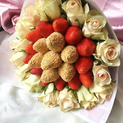 БУКЕТ ИЗ КЛУБНИКИ С РОЗАМИ НЕЖНЫЕ ЧУВСТВА: букеты цветов на заказ Flowwow