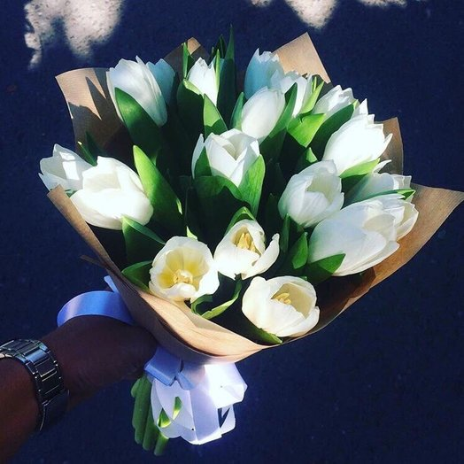Белые тюльпаны: букеты цветов на заказ Flowwow