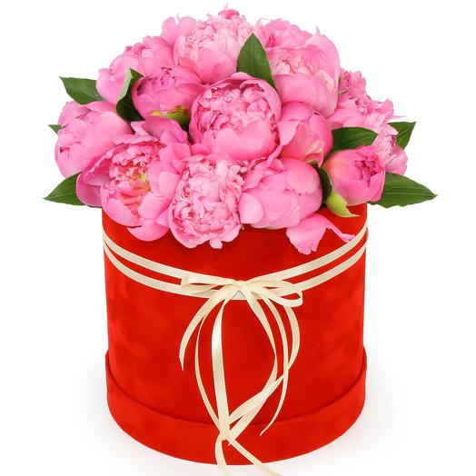 Розовые пионы в шляпной коробке: букеты цветов на заказ Flowwow