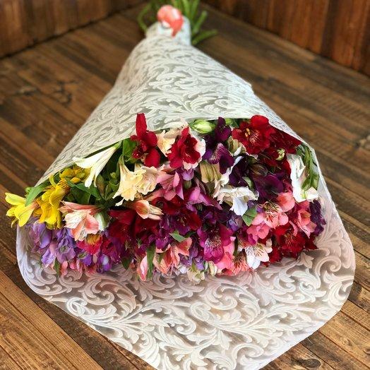 37 веток Альстромерии: букеты цветов на заказ Flowwow