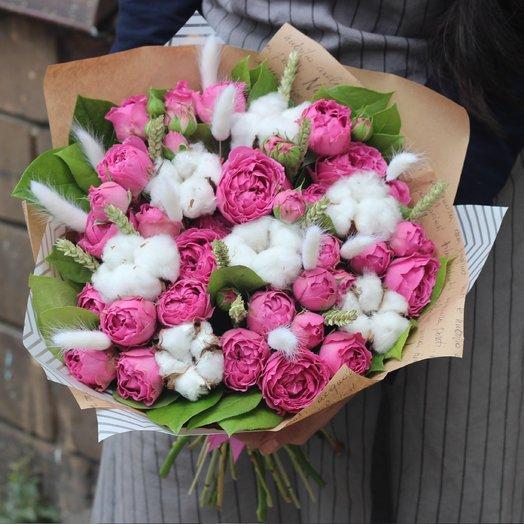 Кустовые розы с сухоцветами: букеты цветов на заказ Flowwow