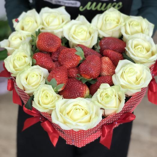 Сердце Love is: букеты цветов на заказ Flowwow