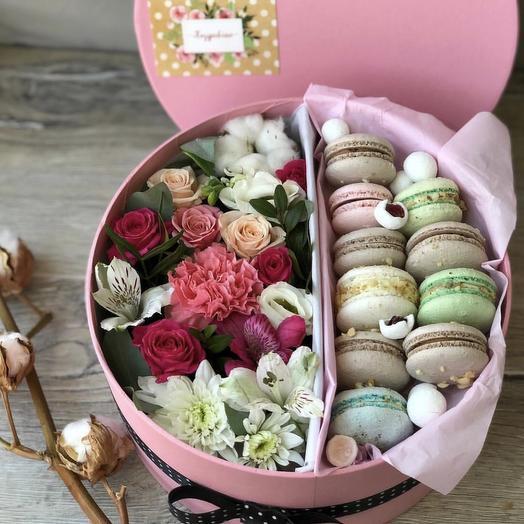 Flower box с макаронс: букеты цветов на заказ Flowwow