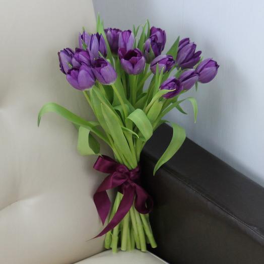 15 фиолетовых тюльпанов: букеты цветов на заказ Flowwow
