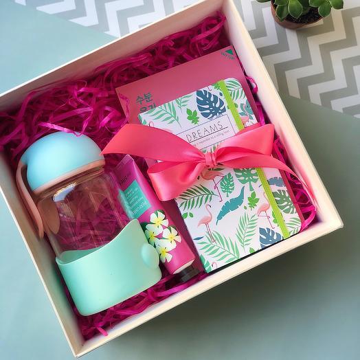 Подарок в коробочке: букеты цветов на заказ Flowwow