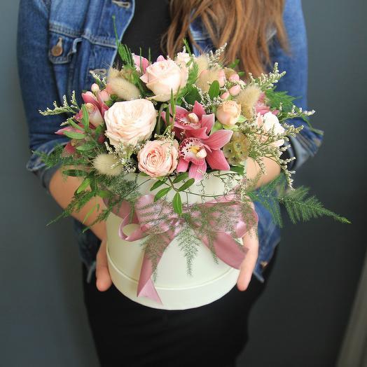 Розовый букет в коробке: букеты цветов на заказ Flowwow