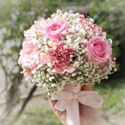 Свадебные букеты из роз и гипсофилы, цветы луковичные