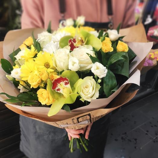 Букет из орхидей , кустовых роз и эустом