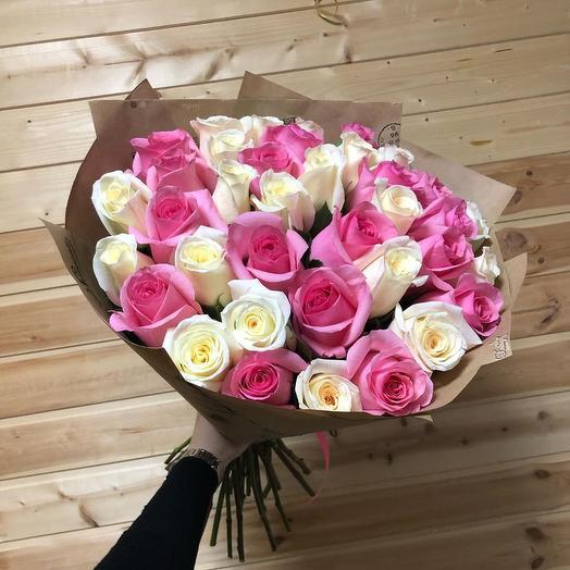25 микс роз (Россия) 40 см в крафте: букеты цветов на заказ Flowwow