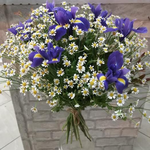 Ирисы с ромашками: букеты цветов на заказ Flowwow