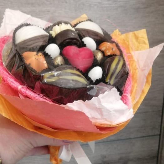 Букет Сердце из конфет ручной работы French Kiss: букеты цветов на заказ Flowwow