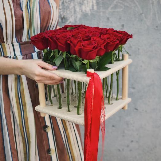 25 красных роз в колбах