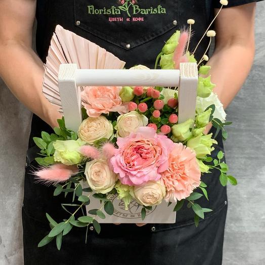 Ящичек с кустовыми розами и диантусом: букеты цветов на заказ Flowwow