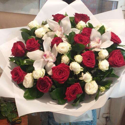 Букет из роза и орхидея