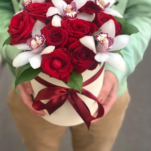Орхидеи с розами в коробочке