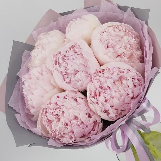 7 нежно-розовых пионов