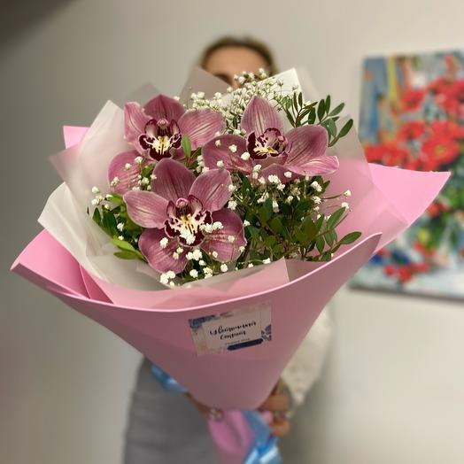 Нежный букет с ароматными орхидеями