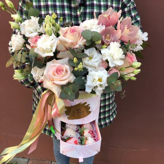 Цветы и клубника в шоколаде