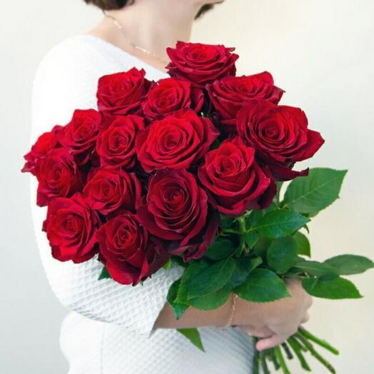 15 красных элитных роз